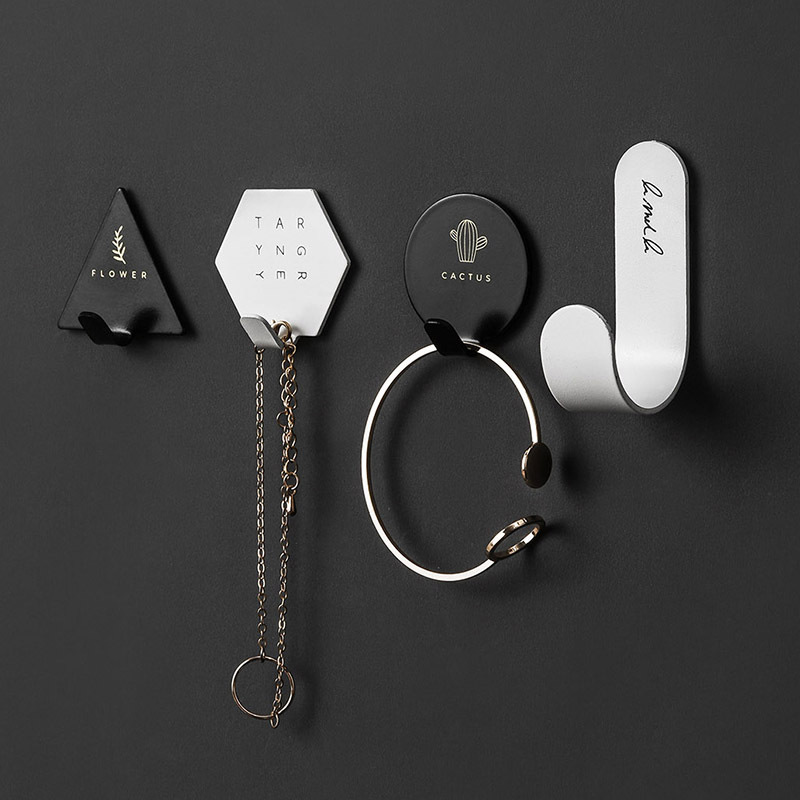 4pcs Hooks Simple Hooks Nordic Room Decoration Multifunctional Metal Hooks Nail-Free Non-Stick Hooks Without Punching Hooks