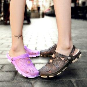 Image 4 - 2020 nouveau couple sandales trou chaussures unisexe pantoufles trou jardin chaussures Crocse Adulto Cholas Hombre sandales