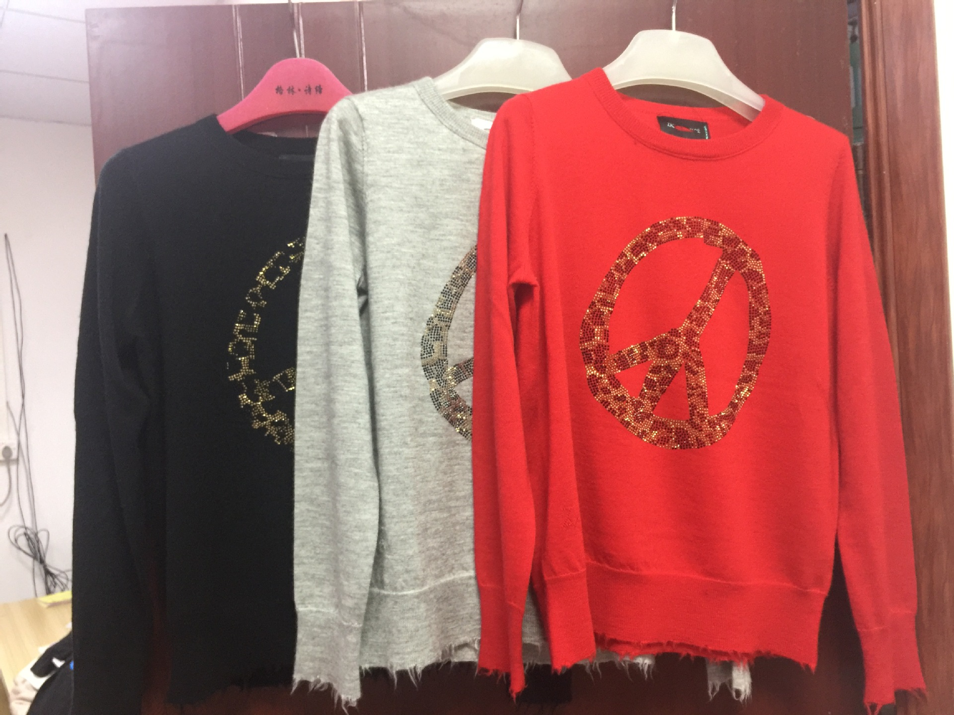Maglione delle donne 2019 Autunno e di Inverno Dello Sterzo Ruota di Perforazione a Caldo di Modo Maturo Puro Maglione di Cachemire Delle Donne-in Pullover da Abbigliamento da donna su  Gruppo 2