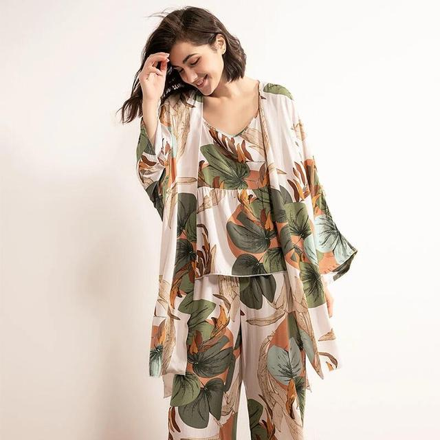 Cotton Viscose Ladies Three-piece Pajamas Set Women Spring and Autumn Comfortable Soft Home Suit Robes with Pants Pajamas Set 2