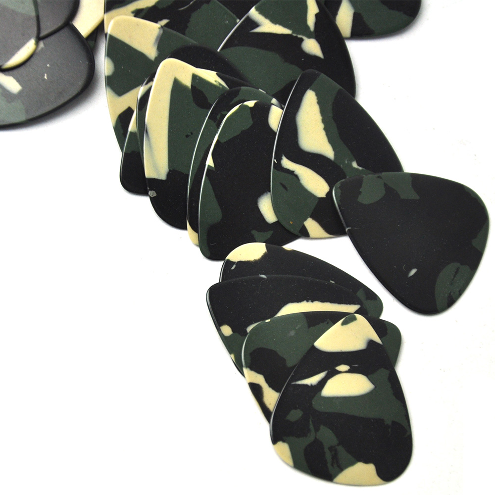 Купить с кэшбэком Lots of 100pcs 0.71mm Medium Camouflage Celluloid Guitar Picks Standard Heart Shape