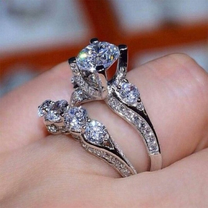 Huitan 2Pcs/Set Wedding Lady Jewelry Ring Crystal Zircon Classic Engagement Party Women Finger Rings Side Exquisite Carving Gift