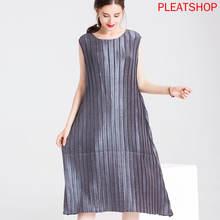 Плиссированное длинное платье miyake без рукавов с вертикальными