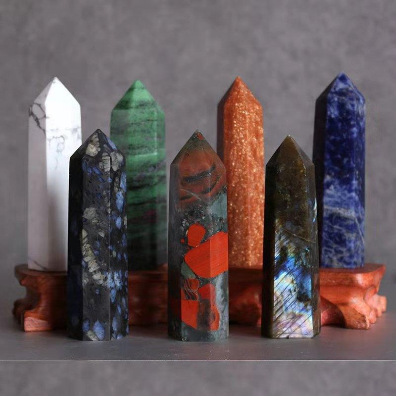 Каменная башня из натуральных камней с кристаллами от 5 до 7 см, прозрачный кварц, аметист, лечебный камень, энергетическая руда, минеральный ...