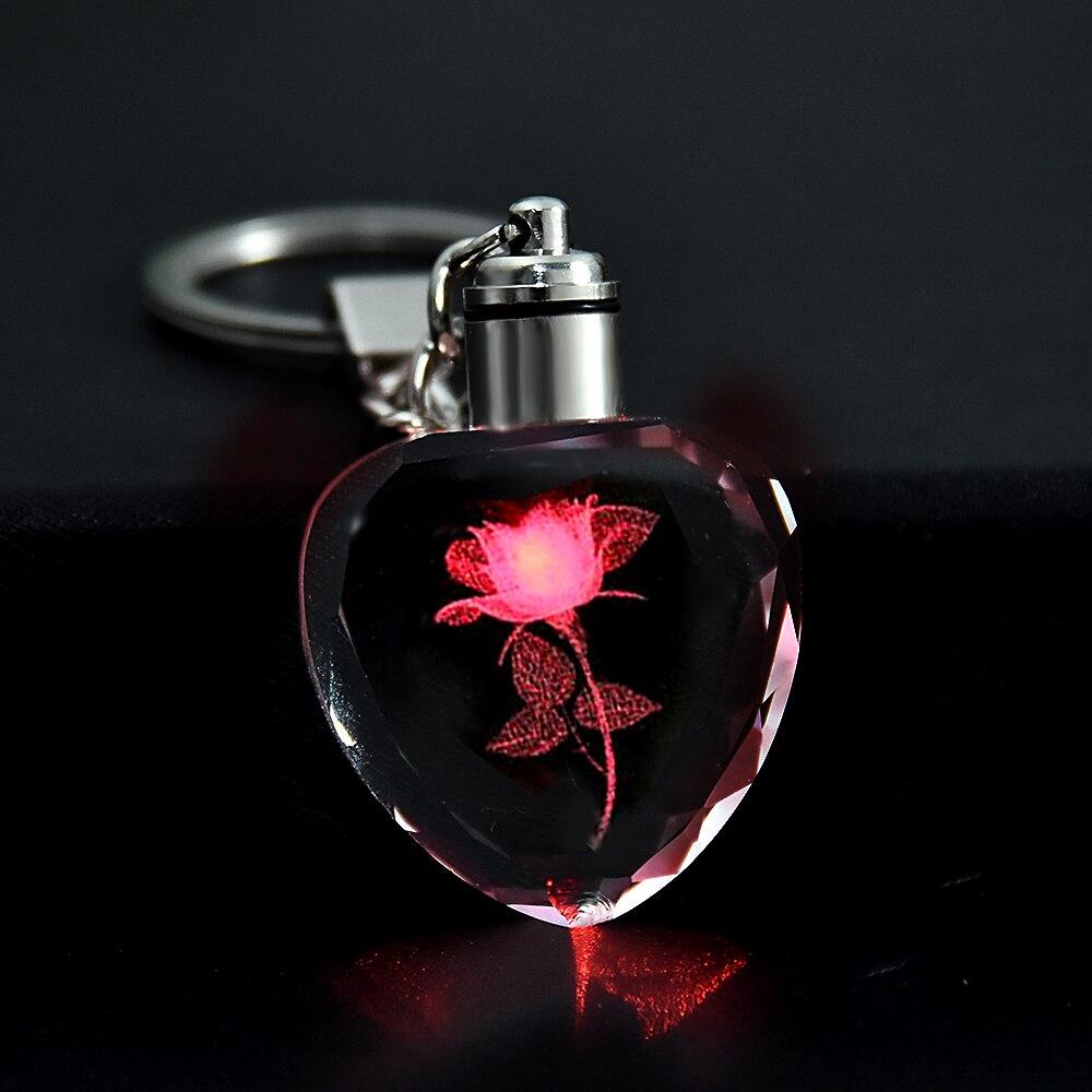 Moda colorido patrón de flores de hadas rosas forma de amor cristal strass luz LED llavero amante llavero de joyería Romántico forma de corazón miniatura de cristal personalizado artesanías de cristal regalos de amor DIY accesorios de decoración del hogar