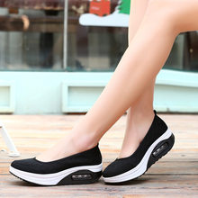Women Fashion sneakers breathable Outdoor flat shoes woman slip on vulcanized shoes female summer Sneakers(China)