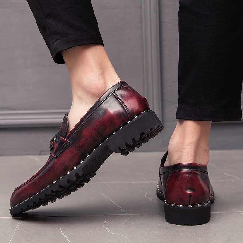 2019new Lente en herfst mannen schoenen lederen mannelijke comfortabele oxford schoenen luxe brogues heren klinknagel classic Moccasin schoenen