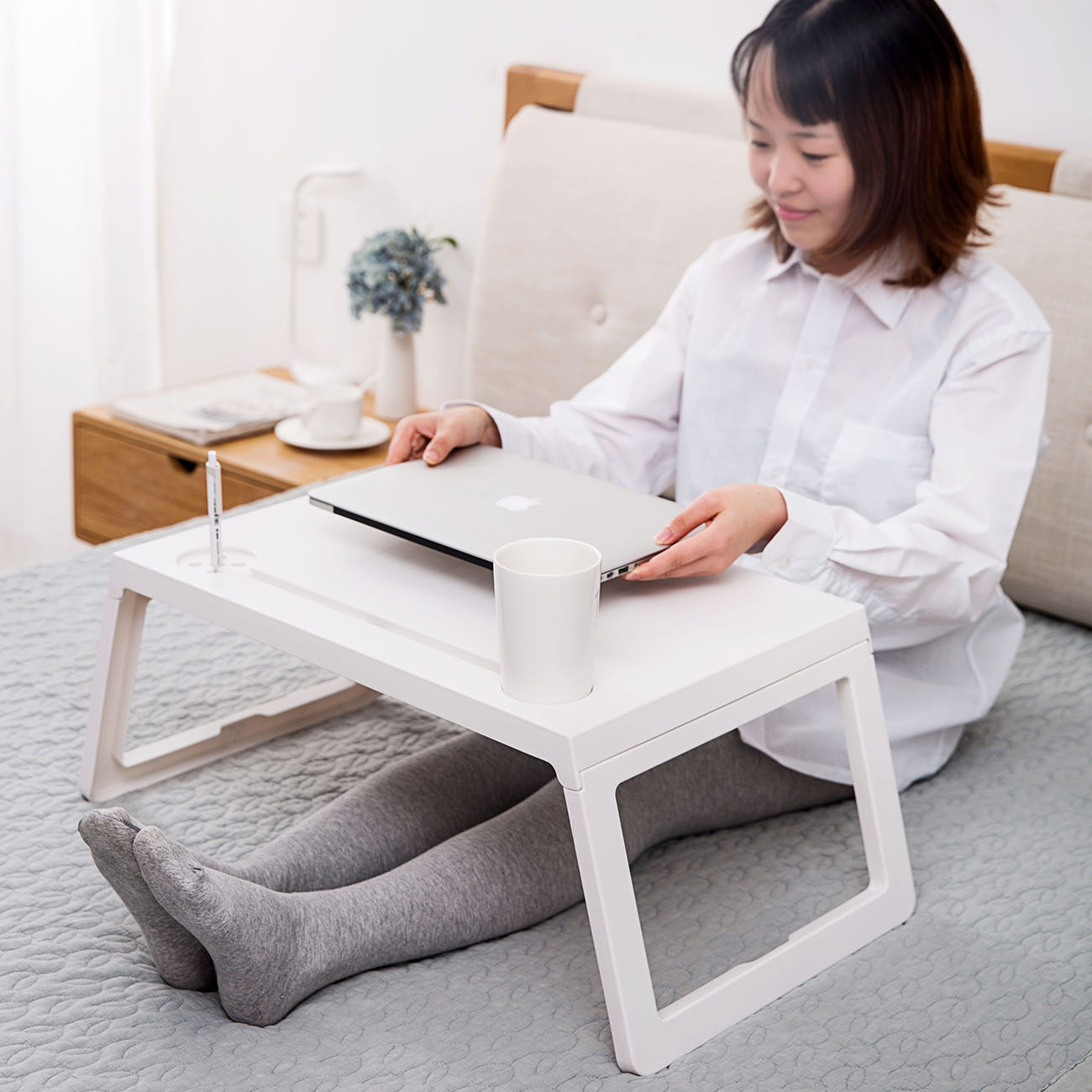 Foldable Portable Laptop Table Stand Rack Computer Reading Desk Lazy Bed Small Table Anti-Skid Table Office Furniture Space Save