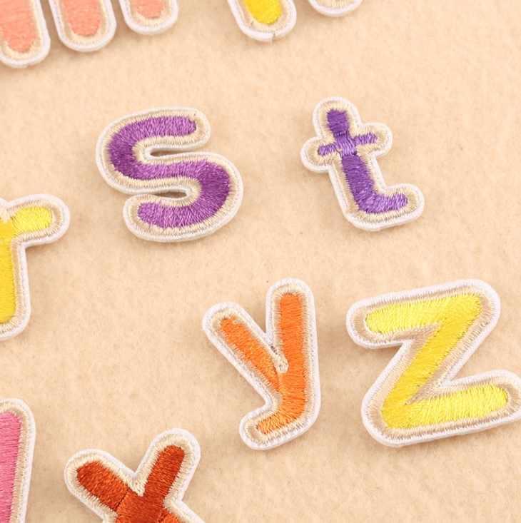 الحروف الأبجدية الإنجليزية متعددة الألوان الحديد على بقع خياطة على التصحيح التصحيح المطرزة زين لحقيبة الملابس