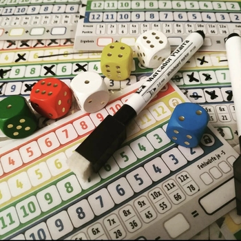 Najnowsze kartonowe karty do gry gry rodzinne gry imprezowe Qwixx dzieci dzieci fajne gry gry intelektualne tanie i dobre opinie CN (pochodzenie)