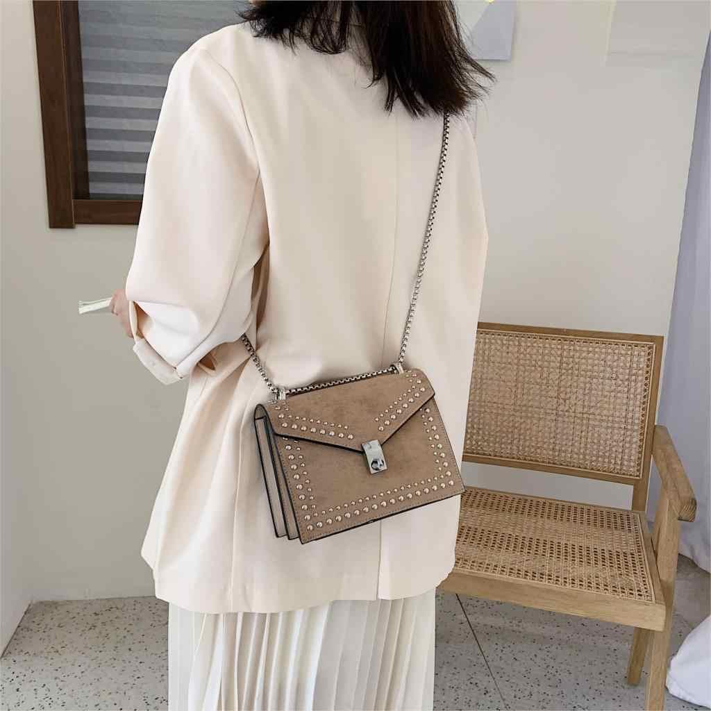 Puimentiua marka zincir perçin kilit Crossbody çanta kadın fırçalama PU deri küçük omuz askılı postacı çantaları kadınlar seyahat için Mini çanta