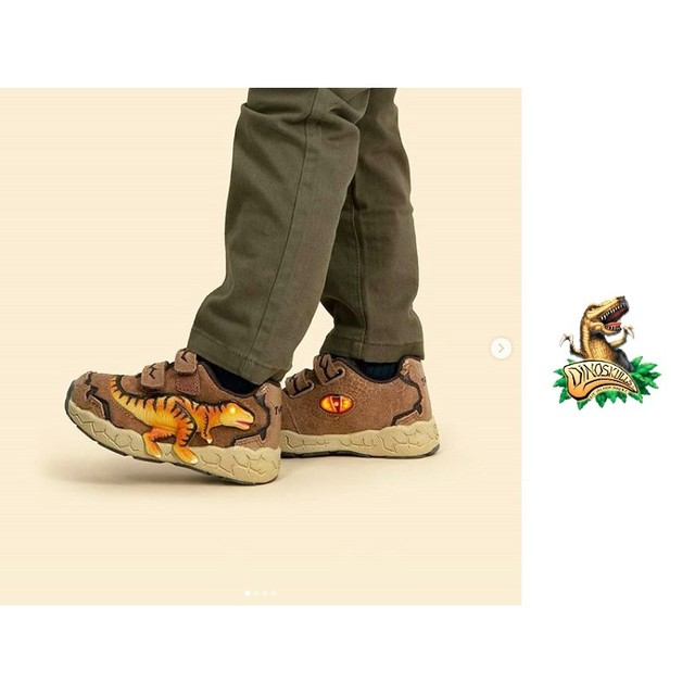 Boys Dinosaur Glowing Sneakers 6