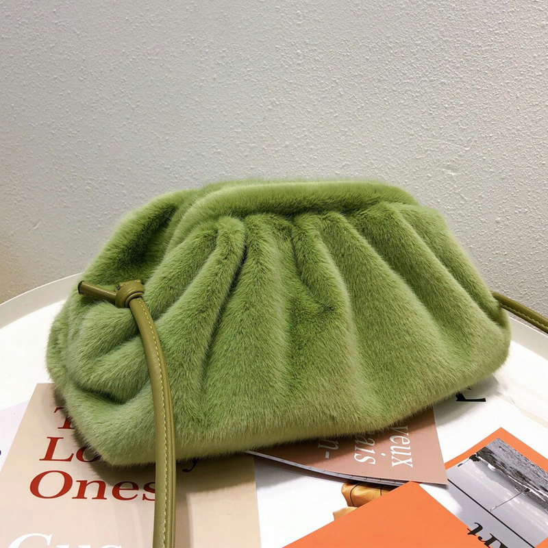 New Winter Hairy Cloud Bag Faux Fur Hobo Bag Shoulder Crossbody Bag Fashion Furry Handbags Women Plush Wrinkle Clutch Bag