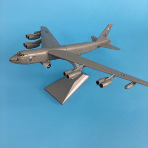Aircraft Plane 1:200 advanced alloy fighter model US B52 bomber military model plane kids toys collection model Airplane(China)