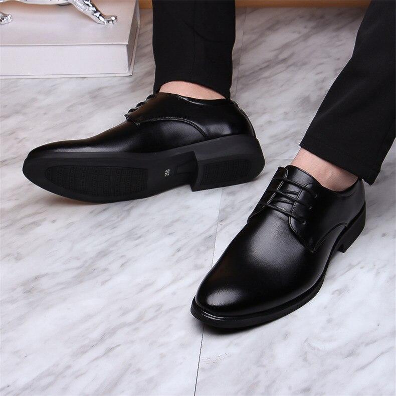 Zapatos formales de negocios negros los hombres se deslizan en los zapatos de cuero Oxford de los hombres zapatos casuales transpirables de la Oficina del vestido de boda 2020 fgb