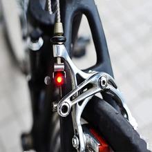 Światło rowerowe Mini mocowanie hamulca tylne światło rowerowe światło rowerowe led o wysokiej jasności wodoodporna lampa akcesoria rowerowe tanie tanio Bicycle Light 074 Kierownica Baterii