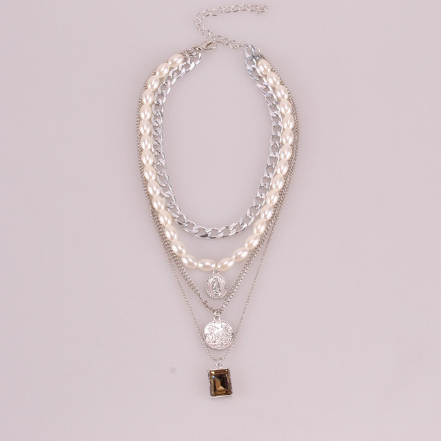 Geometric Layered Pearl Necklace  4