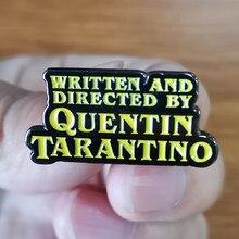 Badge Quentin taranto, écrit et réalisé, c'est mon réalisateur de film préféré et j'adore vivre dans un de ses films.