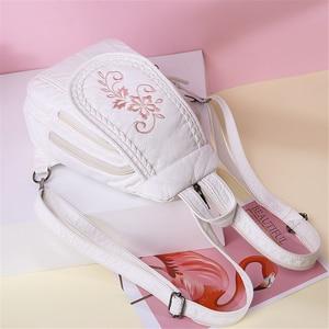 Image 2 - 新しい女性バックパックファッション刺繍花女性の胸バッグソフト洗浄革トラベルバックパックbagpack mochila feminina