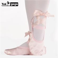 Taniec baletowy jedwabne buty do tańca Pointe ze wstążką dla dzieci dzieci dziewczyny kobiety miękkie płaskie buty buty wygodne kapcie Fitness tanie tanio yukigaga WOMEN CN (pochodzenie) Miękkie buty do baletu Początkujący Cotton Fabric Adult Flat Średnia (B M) Skóra bydlęca