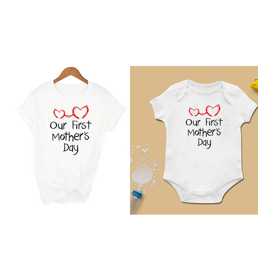 Familie passenden outfits Unsere Erste Mutter der Tag tops Mom & Baby Passende tees Body & Frauen Shirt kurzarm t-shirt