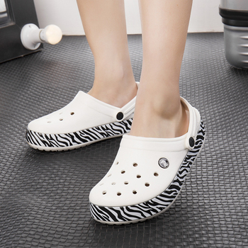 2020 new hole shoes female non-slip thick bottom Baotou Mickey cartoon sandals summer beach shoes flat bottom slippers summer womens shoes middle aged elderly mothers leather shoes mueller sandals wearing thick heel baotou slippers women yasilaiya