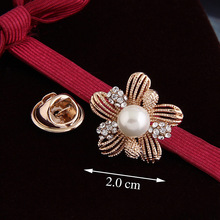 South Korea Hollow Three-dimensional Pearl Crystal Flower Brooch Female Brooch Valentine's Day Gift To His Girlfriend pulatu red crystal lobster brooch gift for girlfriend