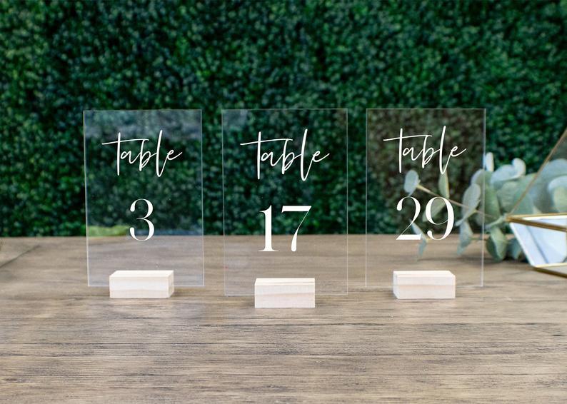 Номера свадебных столов с держателями прозрачный акриловый каллиграфии Свадебные вывесок прозрачные деревянный стол номер стенда-