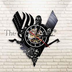 Tajemniczy Norse Viking Vintage Design laserowo wytrawiony winylowy zegar ścienny Viking wojownik broń bitwa siekiera ręcznie ściana światło