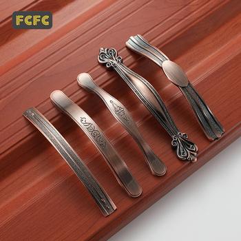 FCFC europejski czerwony starożytne uchwyty do szafek drzwi do szafy ciągnie gałki do szuflady gałki do szafek kuchennych ze stopu cynku uchwyt meblowy tanie i dobre opinie Maszyny do obróbki drewna Meble uchwyt i pokrętła 128mm