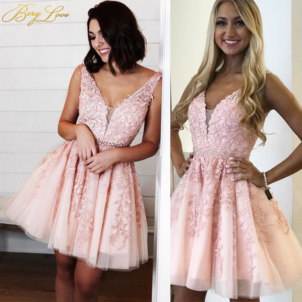 BeryLove Pink Champagne Short Homecoming Dress Sexy V A Line Lace Appliques Vestido Curto Crystal Cocktail Gown Open Back