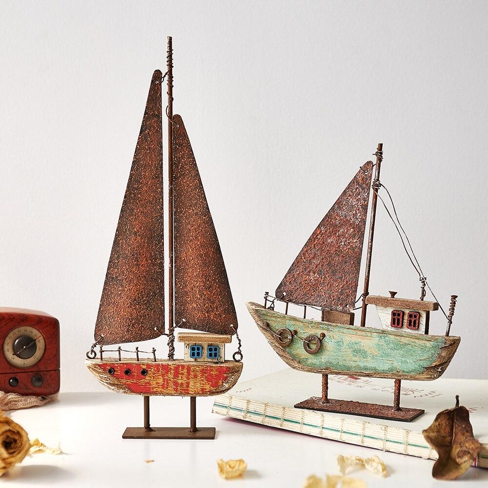 Decoração Da Casa do vintage Veleiro Navio de Ferro Forjado Mesa de Escritório Em Casa Em Miniatura Estatuetas de Estilo Mediterrânico Marinha Barcos À Vela