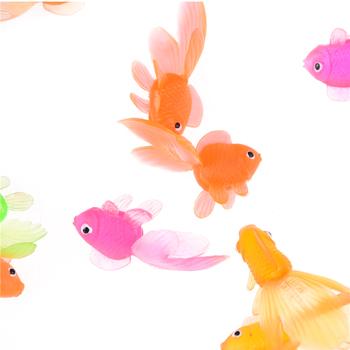 3 20 sztuk partia losowy kolor 4cm miękka guma złote ryby małe rybki zabawki dla dzieci z tworzyw sztucznych symulacja mała rybka złota tanie i dobre opinie SHPYHT Z tworzywa sztucznego Unisex 6 lat Simulation Small Goldfish