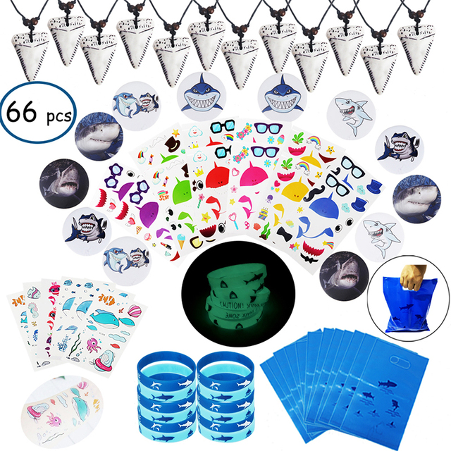 66pcs shark verjaardag feestartikelen voor kids Gift bags Haai armbanden Badge Tanden Ketting Stickers Onder De Zee Party levert