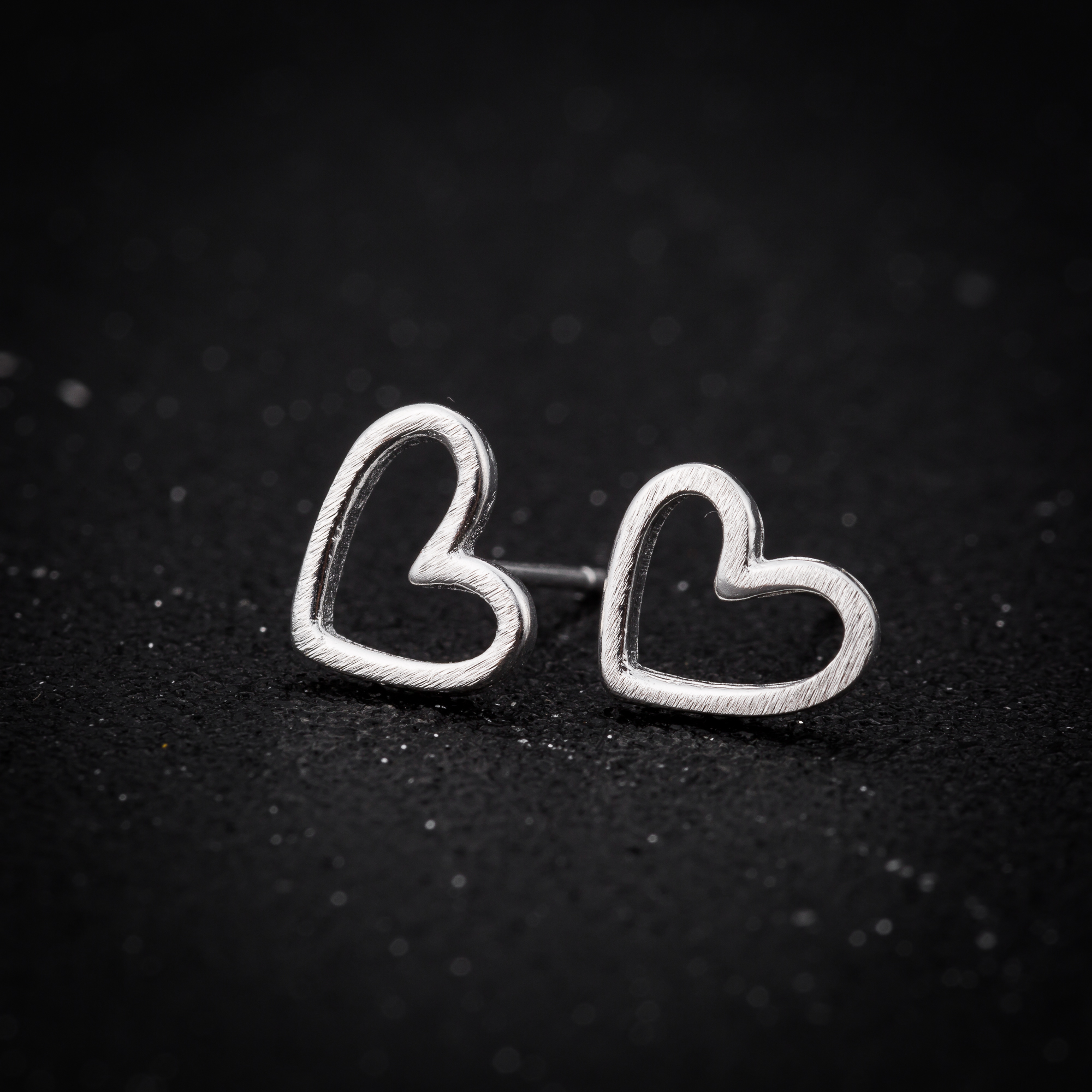 Fashion Simple Style Mini Hollow Heart Shaped 925 Sterling Silver Stud Earrings for Women Girls Fine Jewelry Valentine Gifts