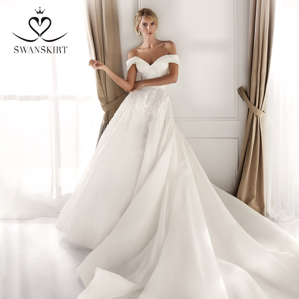 Off Shoulder Satin Wedding Dress 2019 Swanskirt Sweetheart A-Line Chapel Train Bride gown Princess Size Vestido de Noiva NZ35
