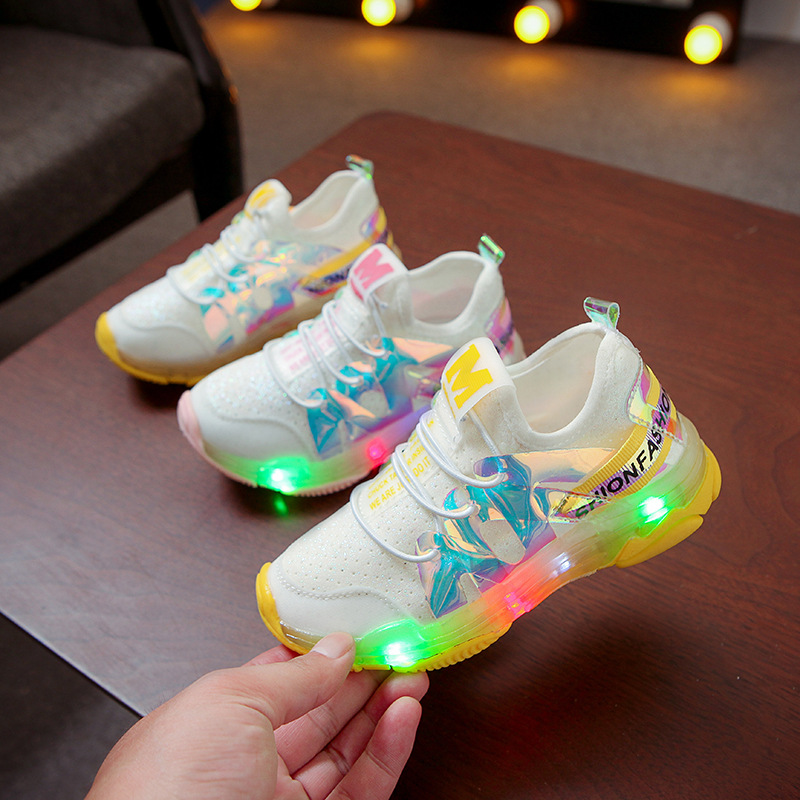 2020 New Fashion Lovely Baby Casual Shoes Hot Sales Infant Tennis LED Lighting Sports Baby First Walkers Girls Boys Sneakers