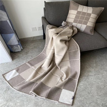 Noble luxury European and American thickened H blanket 1520g chamomile color air conditioning living room sofa travel blanket