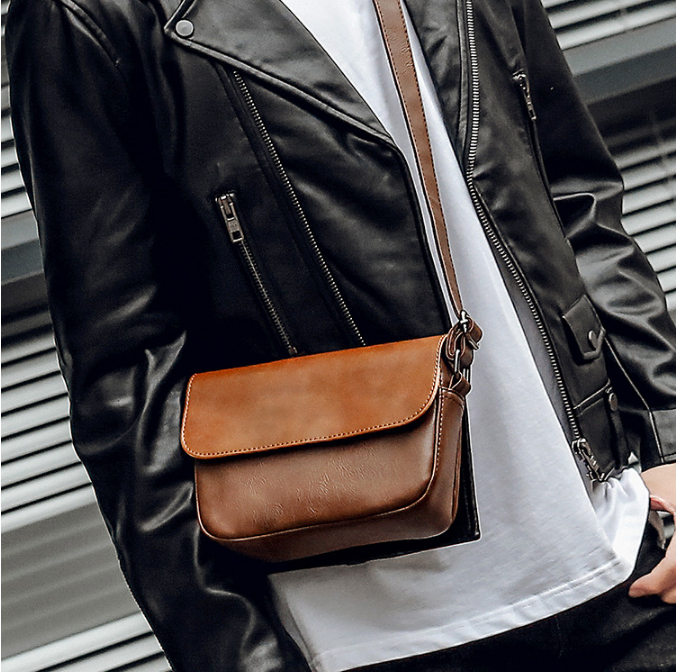 Retro Chic Men Mini Briefcase Leather Shoulder Commuter Bag Simple Trendy Mens All-match Easy-to-carry Bags Bolso Hombre DF330