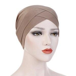 Image 2 - נשים מוסלמי חיג אב צעיף הפנימי חיג אב Caps גבירותיי האסלאמי צלב סרט טורבן כיסוי ראש גומייה לשיער נשים המוסלמי חיג אב