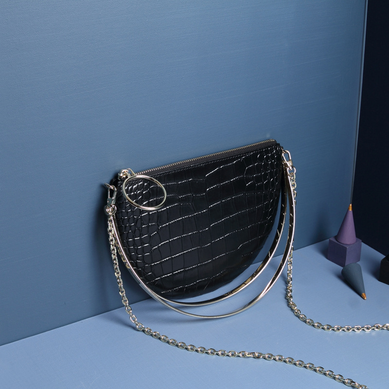 Ultra thin Messenger Bags For Women 2019 Alligator Pattern Genuine Leather Bags Metal Circular Design Fashion Cell Phone Packet in Top Handle Bags from Luggage Bags