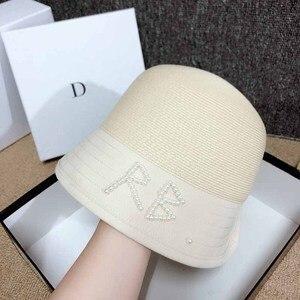 QDKPOTC 2020 mujeres primavera novedad de verano perlas cosidas a mano RB sombrero de cubo de paja de moda + sombrero de algodón de alta calidad gorro caliente