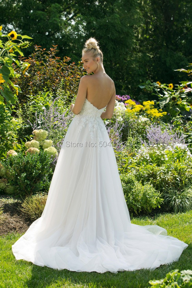 Image 3 - A Line Tulle Wedding Dresses 2020 Exquisite Lace Appliques Sweetheart Off the Shoulder Bridal Gowns Long Backless Robe De Marrie-in Wedding Dresses from Weddings & Events