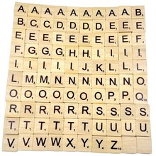 Деревянный скрэббл буквы 100 шт./компл. деревянный алфавитный царапают Плитки и черными буквенными принтами и цифры Цифровые деревянные головоломки игрушки для детей