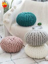 Подушка для шеи в скандинавском стиле карамельного цвета вязаная