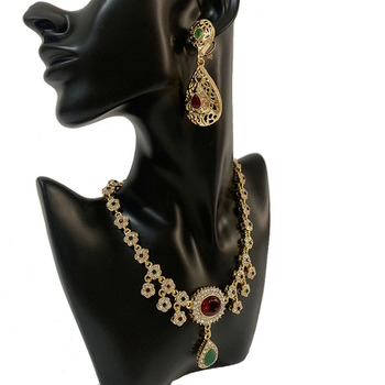 Arabian Luxury Crystal Necklace Moroccan Bride Gold Necklace with Green and Red Rhinestone Flower Chain Necklace for Women 1