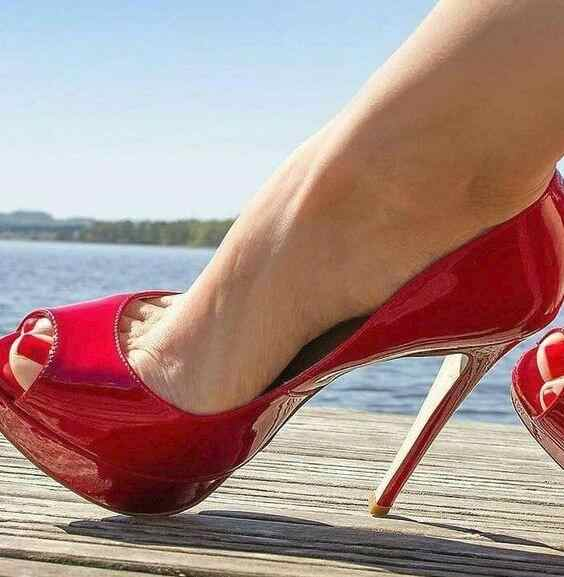 Red Patent Leather High Heel Pumps