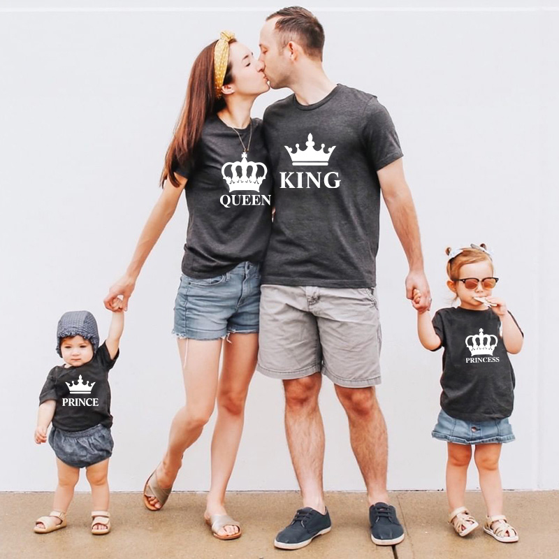 KING and QUEEN PRINCESS and PRINCE Family matching clothes Cotton T-shirt father Mother Daughter Son Baby outfits look Tops