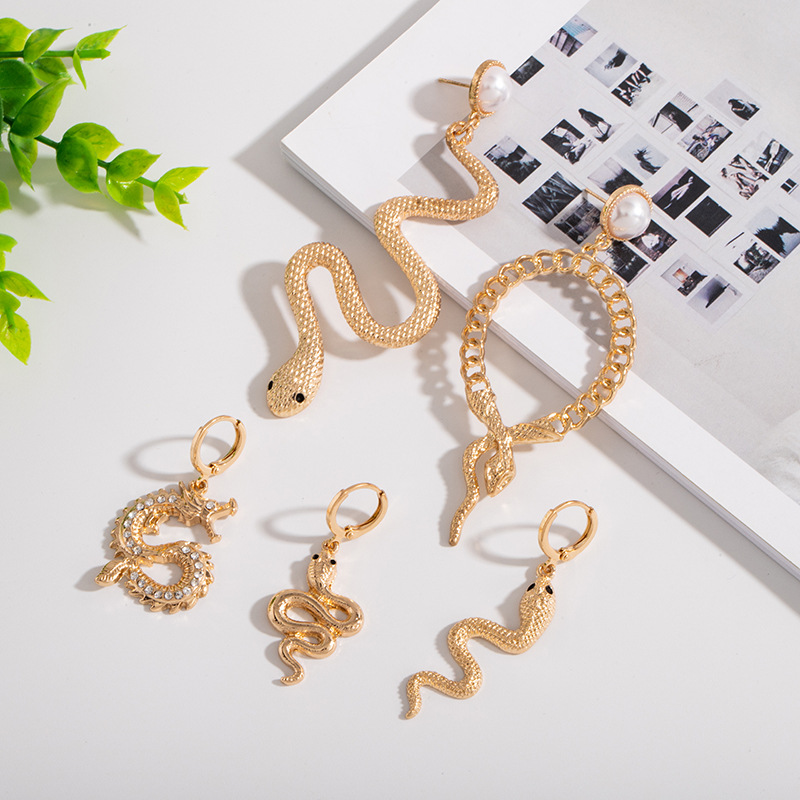 1Pair Vintage Long Hollow Snake Earrings For Women Jewelry European Womens Rhinestone Dragon Stud Earings Girl Gift E302