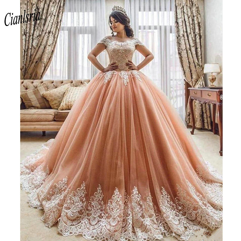 Gorgeous Boat Neck Off The Shoulder Ball Gown Quinceanera Dresses Short Sleeves Appliques Lace Dubai Sweet 16 Debutante Dresses